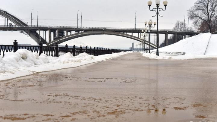 Конец света: в Рыбинске на набережной затопило фонари