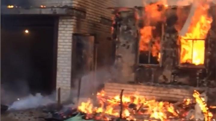 В Волгограде сгорели два дома на втором километре