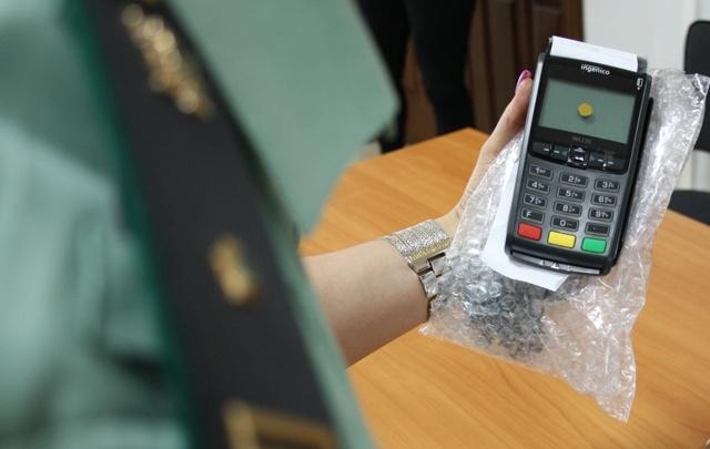 Самарцам предлагают оплатить долги по алиментам банковской картой