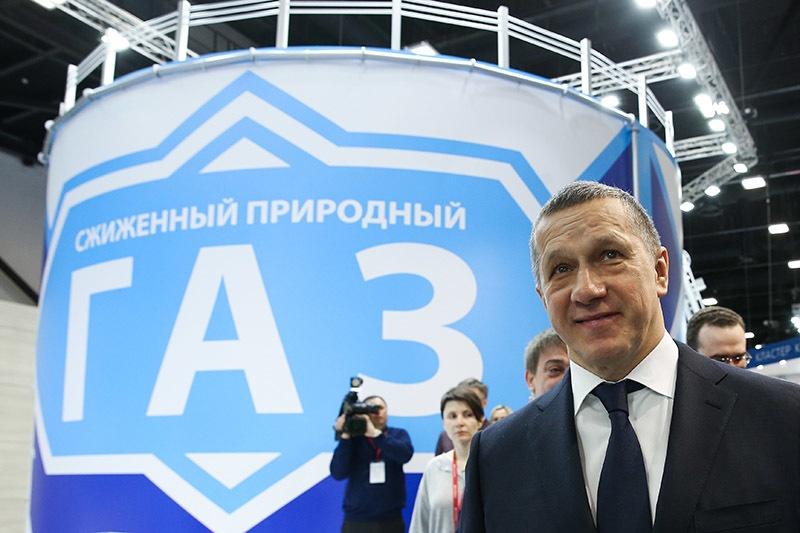 Вице-премьер РФ - полпред президента РФ в ДФО Ю.Трутнев осмотрел выставку V Международного арктического форума