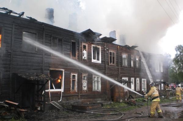 По информации МЧС, жители слишком поздно позвонили пожарным