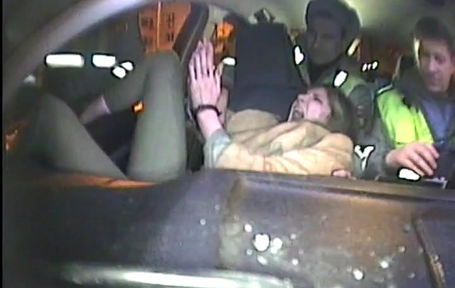 Пьяная тюменская автомобилистка устроила часовое «шоу» в патрульной машине ДПС