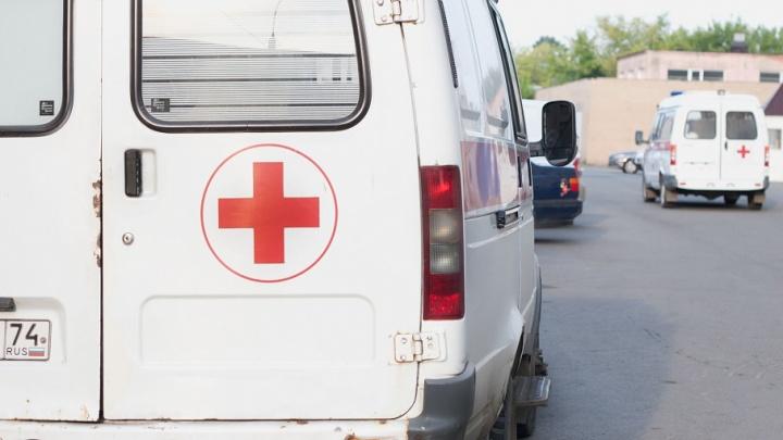 Молодого мотоциклиста увезли в больницу после столкновения с машиной на Сельмаше