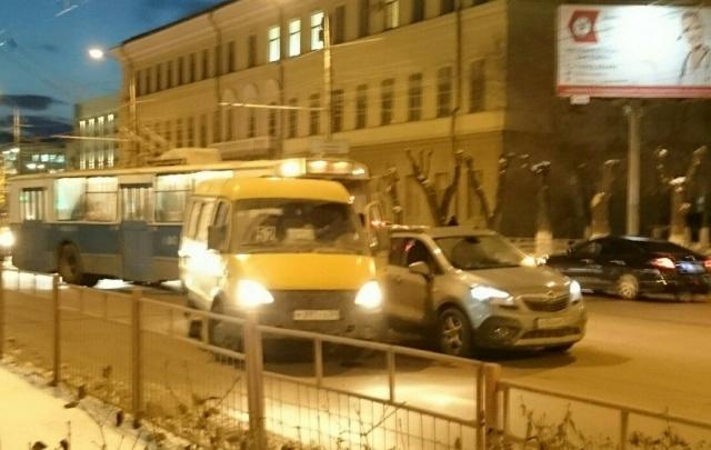 В Ворошиловском районе попала в аварию маршрутка с пассажирами