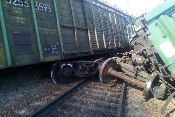 Под Ашой с рельсов сошел поезд
