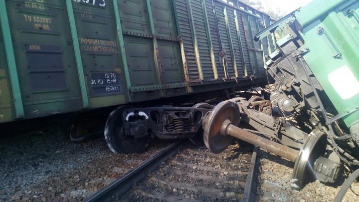 «Поехали!»: на месте схода вагонов в Челябинской области расчистили один путь