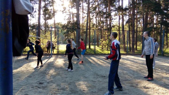 «Была в аварийном состоянии»: власти объяснили, зачем убрали волейбольную площадку в парке Гагарина