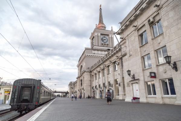 Попасть к уходящим поездам волгоградцам стало намного сложнее
