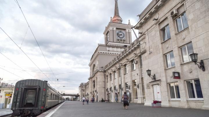 Волгоградцы встают в пробках на новых пунктах досмотра железнодорожного вокзала