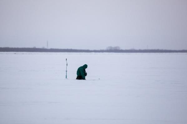 Спасатели напоминают, что выход на весенний лёд уже крайне опасен для жизни