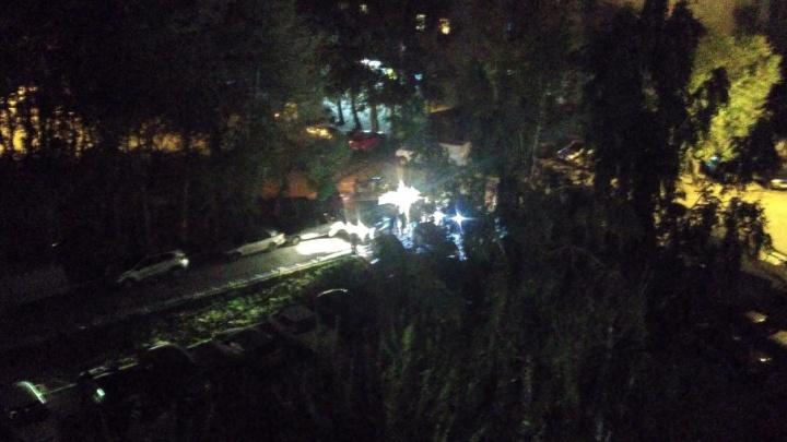 Пьяный водитель «девятки» разбил две машины, припаркованные во дворе на Олимпийской