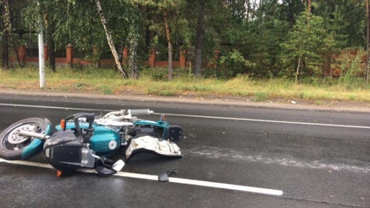 ДТП на Салаирском тракте: водитель Mazda нарушил правила и отправил в больницу мотоциклиста