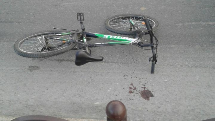 В Тюмени машина скорой помощи сбила 19-летнюю велосипедистку