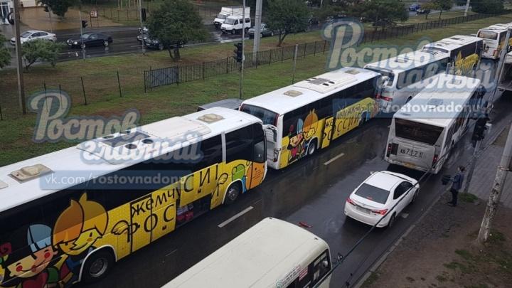 Колонна автобусов попала в ДТП на Малиновского