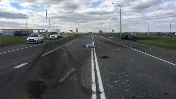 ВАЗ влетел в грузовик на южноуральской трассе: погибли два человека
