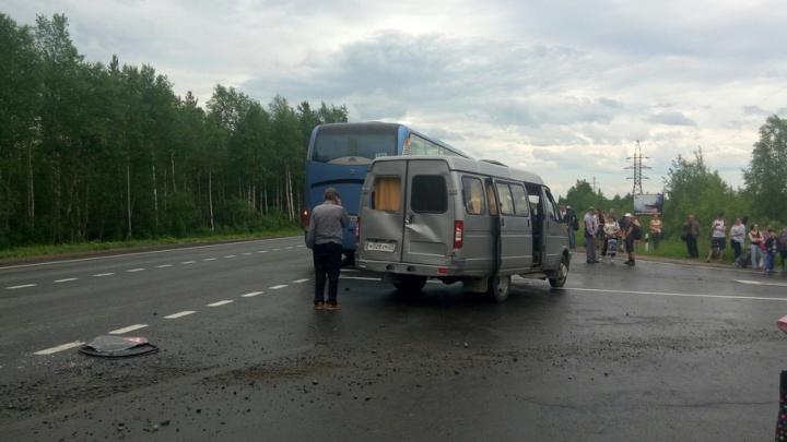 По дороге в Северодвинск столкнулись автобус и «Газель»