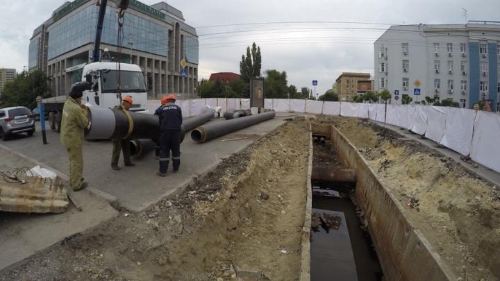 В центре Волгограда сорвали сроки ремонта теплотрассы на Коммунистической