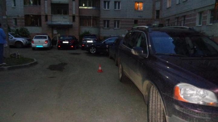 Во дворе за Волгой водитель BMW сбил пятилетнего мальчика