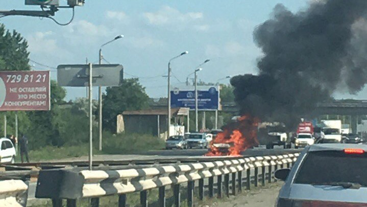 На трассе под Челябинском сгорел легковой автомобиль