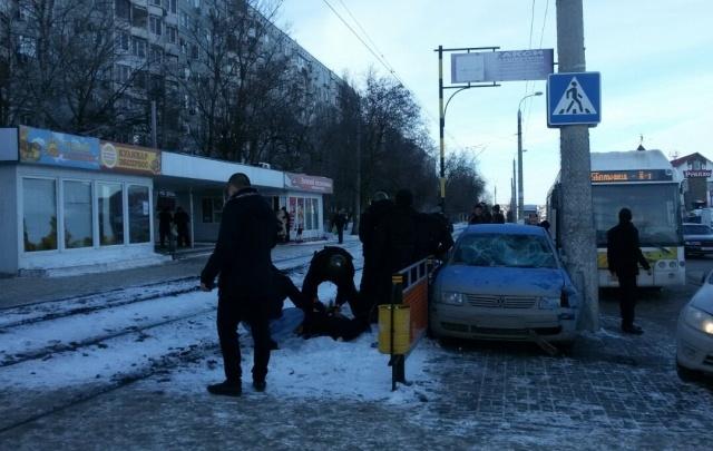 В Волгограде спецназ с погоней задержал банду мошенников