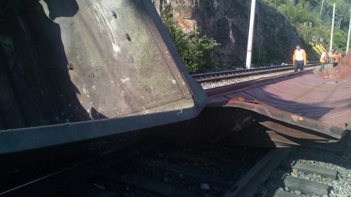 Из-за обрушения скалы в Челябинской области задерживается поезд Тюмень–Махачкала