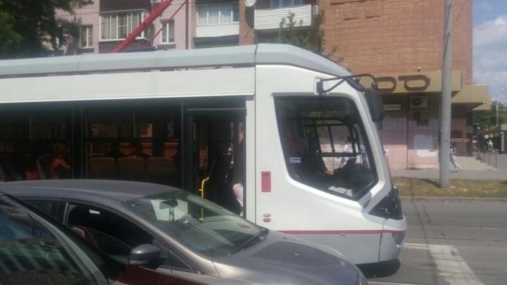 Власти Ростова обсуждают план спасения городских трамваев и троллейбусов
