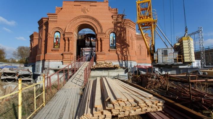 Волгоградцам предлагают вложить именные камни в храм Александра Невского