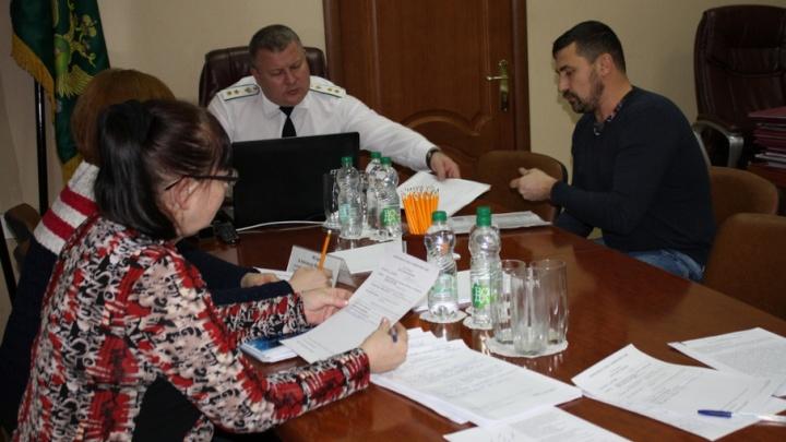 В Ярославле отец виновника ДТП пытался убежать от судебных приставов с арестованным имуществом