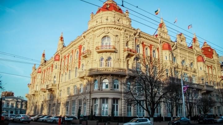 Из-за подозрительного пакета рядом с администрацией  города перекрыли часть Садовой
