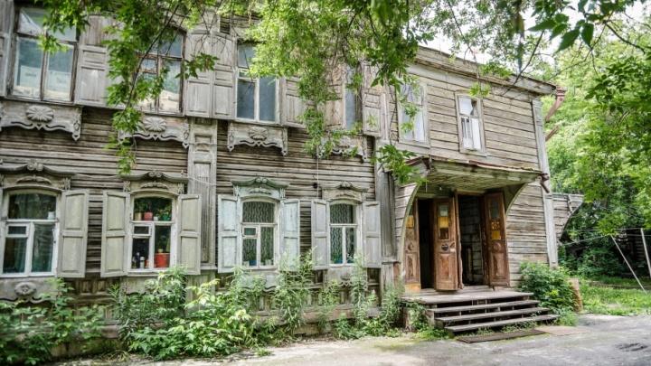 В этом доме жили сестра Сергея Есенина и рыботорговец: история разрушенного огнем памятника на Осипенко