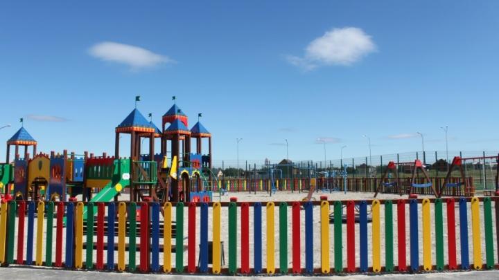 Все лучшее – детям: тюменский девелопер подарил современную игровую площадку