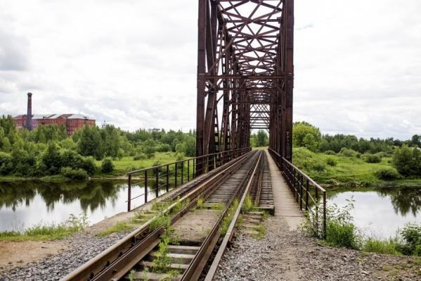 Недавно с моста через Которосль упал 13-летний мальчик