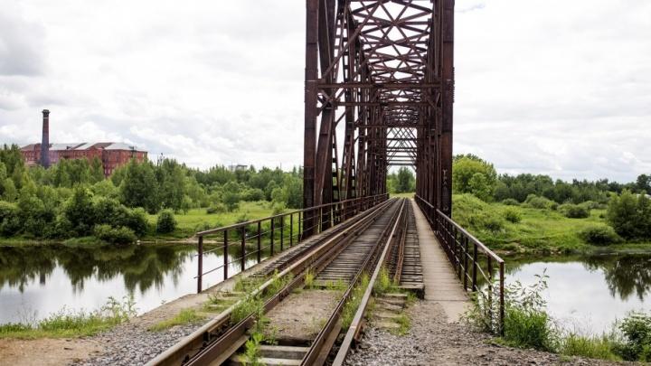 Без чиновничьей бюрократии: ярославцы повесят фонарики на мост, с которого упал ребёнок