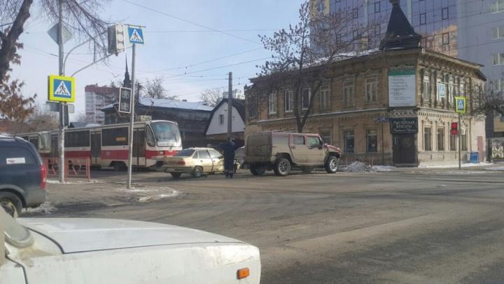 В Самаре полицейские выяснили, кто спровоцировал ДТП с Hummer и Daewoo