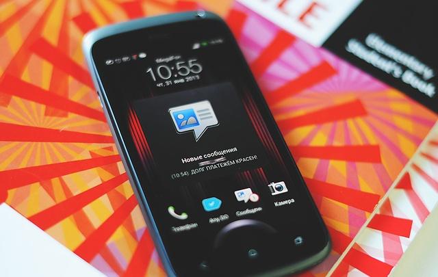 До «яблок» и андроидов: тюменцы показывают свои первые мобильники