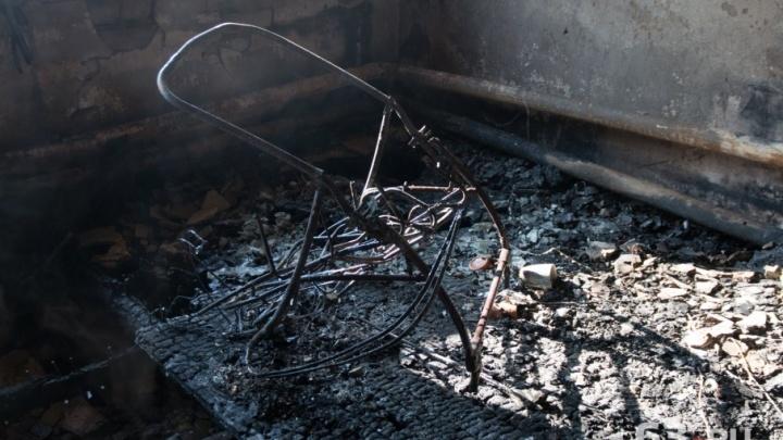 «Хотя бы детей из окна выбросил»: соседи семьи из Лозовки о страшном пожаре