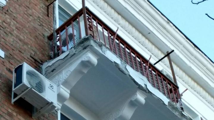 В Волгограде на доме, пережившем капремонт, обвалились балконы