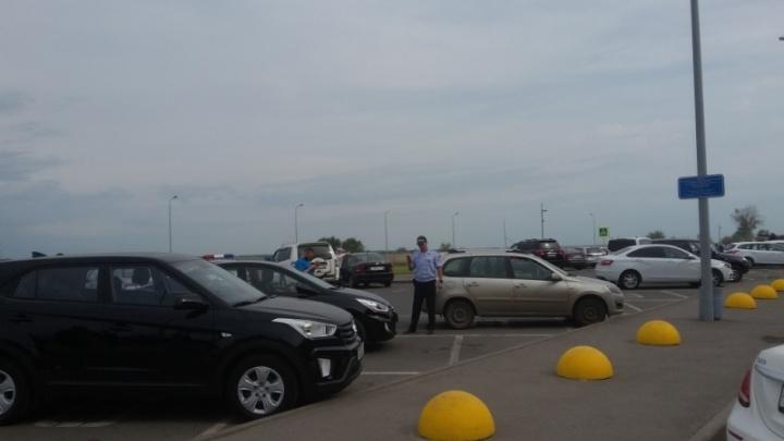 Инспекторы ГИБДД ловили лжеинвалидов на парковке аэропорта Курумоч