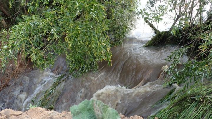 В Самарской области прорвало дамбу: на месте ЧП работают областные спасатели