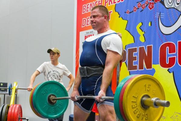 Спортсмены берут вес в два, а то и в три раза больше собственного