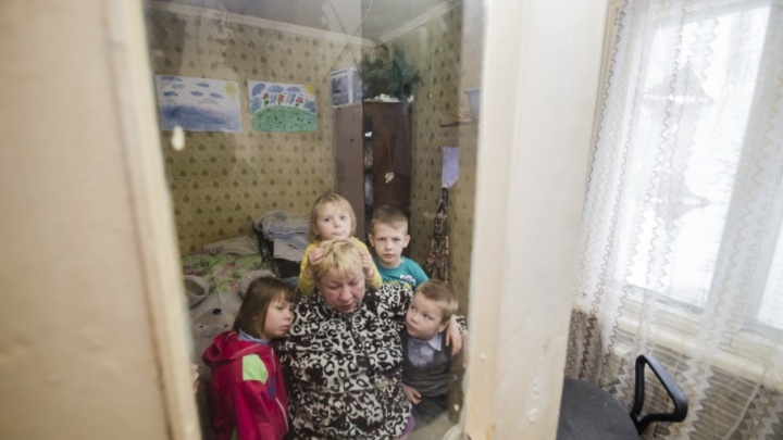 14 человек в одной квартире: как архангельская семья выживает после пожара