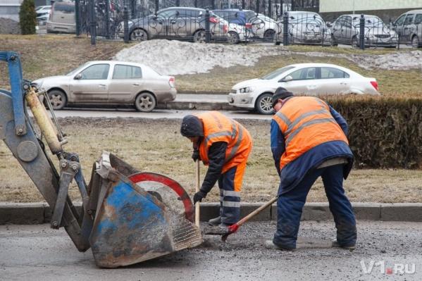 Дорожники обновят асфальт почти во всех районах города