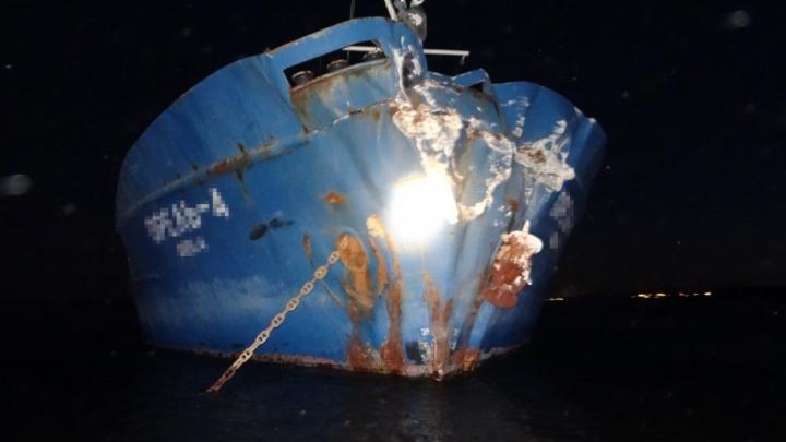 Уснул за штурвалом: под Сызранью корабль с зерном врезался в берег