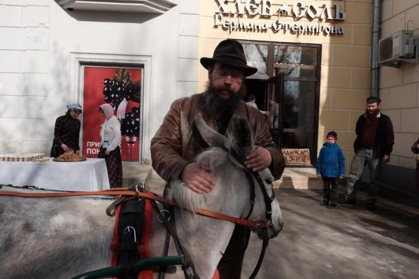 В пермском магазине Германа Стерлигова, к примеру, хлеб стоил 700 руб