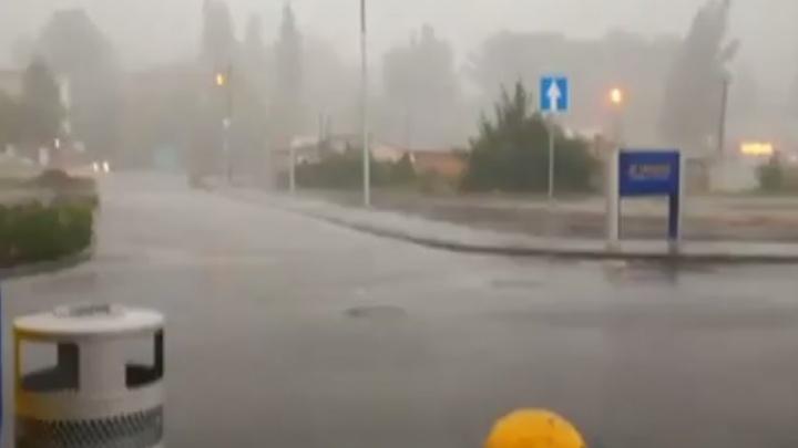Сильнейший ливень прошел в Новошахтинске