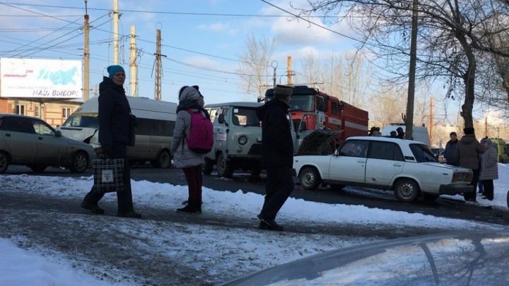 «На вызов — шесть скорых»: в аварии с маршруткой на ЧМЗ пострадали четыре человека