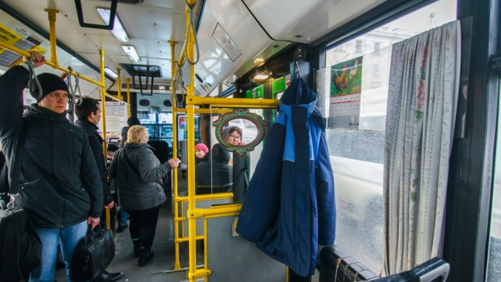 Перебегающий дорогу тюменец спровоцировал ДТП с автобусом