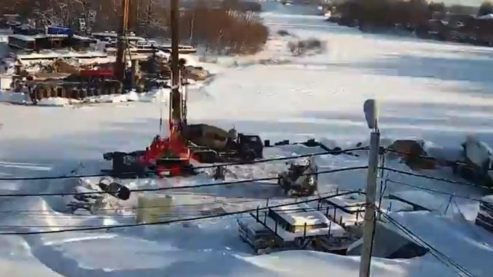 Сломали и строят: смена Которосльного моста в минутном видео