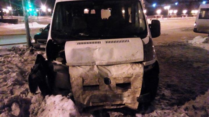 Выехал на красный: в Тольятти в аварии пострадала 24-летняя девушка-водитель