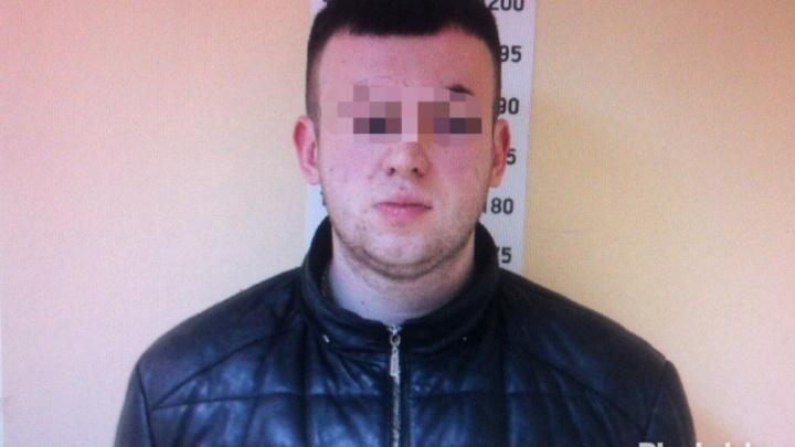 Тюменец представлялся депутатом гордумы и продавал  покупателям сломанные iPhone